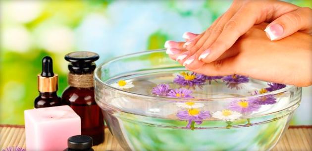 крохмальна. Для приготування складу потрібно залити склянкою крутого окропу  одну чайну ложку звичайного крохмалю 5244420928060